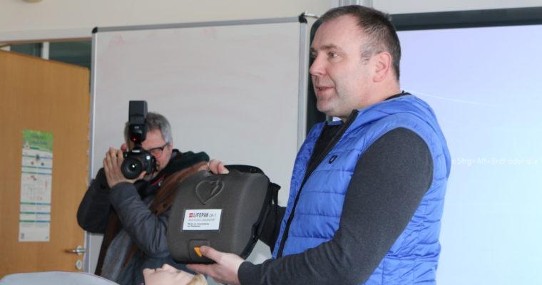 Übungsdefibrillator für den Schulsanitätsdienst